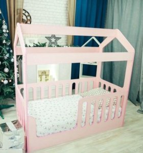Кровать детская розовая