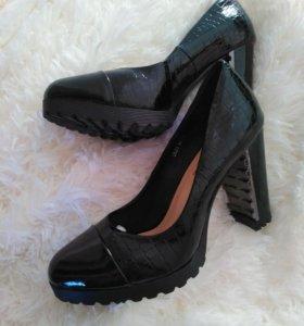 Абсолютно новые туфли