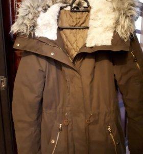 Куртка с капюшоном.