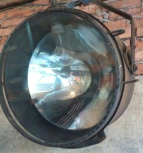 Прожектор освещения
