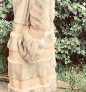 Шуба норковая, светлая с кожаными вставками.