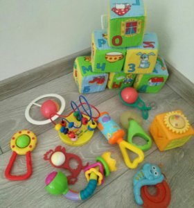 Игрушки и погремушки для малыша пакетом