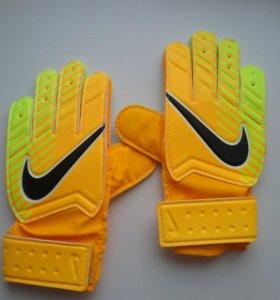 Новые вратарьские перчатки 4-й размер