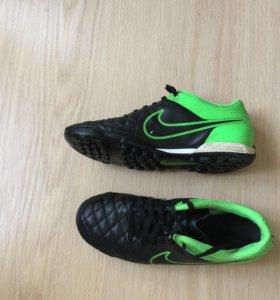 Сороконожки Nike Tiempo.