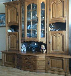 шкаф для посуды в гостиную из массива дуба
