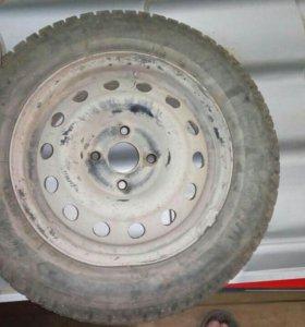 Продам комплект зимних колес на нексию