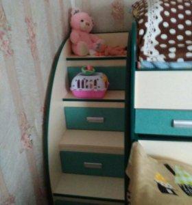 Кровать двух ярусная с лестницей