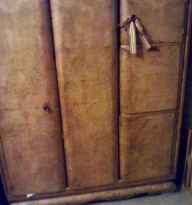 Шкаф бельевой, с отделением бюро, орех. Древний