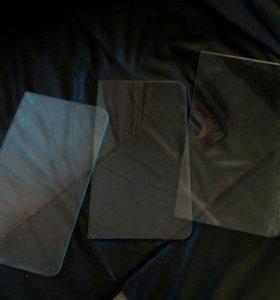 Полочки стеклянные с хромированными креплениями