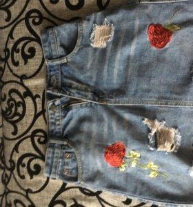 Джинсовая юбка с розами