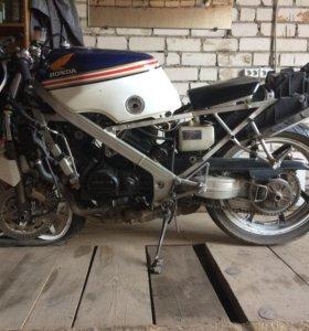 Honda vfr 400R nc24