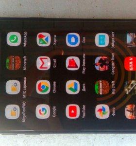 Смарфон Samsung j2. Почти новый.