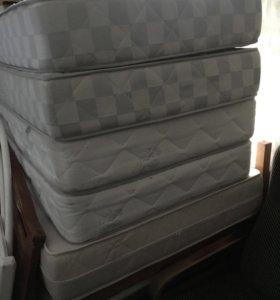 Матрасы на односпальные кровати идеального состоян