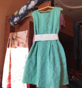 Платье б/у немного