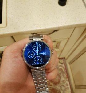 Умные часы Moto360