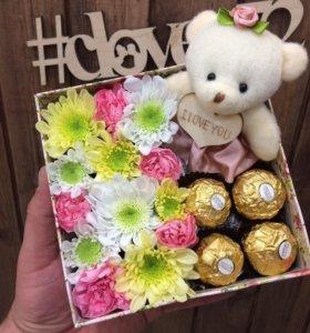 Цветы в коробке Подарок из цветов Доставка