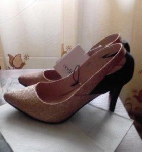 продам туфли 38 размер, босоножки 38-39 размер.