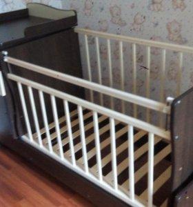 Детская кровать-трансформер с пеленальным комодом