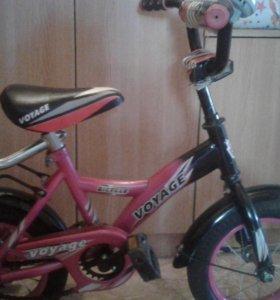 детский велосипед с управляющей ручкой