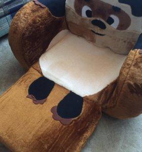 Мягкий диванчик