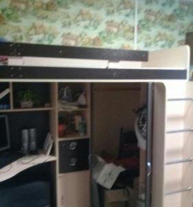 Детская кровать, стол,шкаф