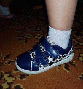 Кроссовки детские