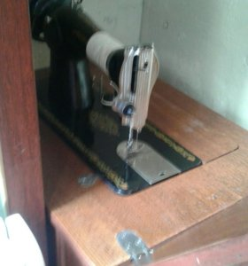 Продам швейную машинку-тумбу
