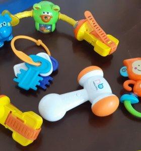 Дуга игрушки на коляску chicco. молоток