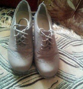 Закрытые туфли на плотформе