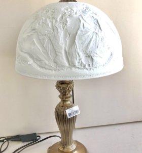 Настольная лампа с элементами эпохи Возрождения
