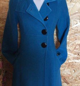 Пальто из итальянской шерсти, очень тёплое.