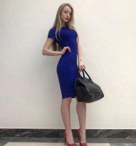Новое силуэтное платье миди
