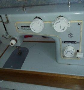 """швейная машина """"Подольск 142"""""""