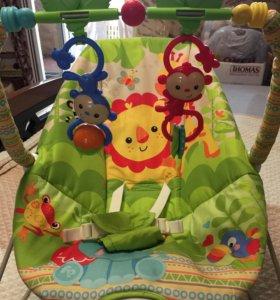 Шезлонг с игрушками и подарком