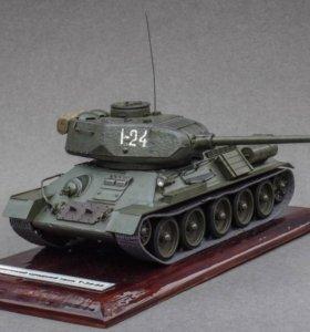 Модель танка Т-34-85 (ручная работа)