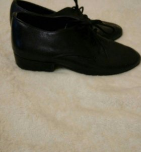 Спортивно-бальные туфли и брюки