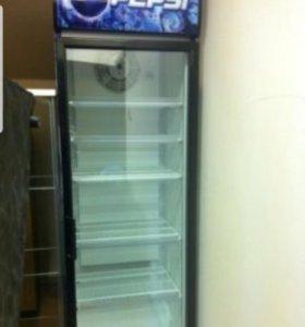 Холодильник 2 метра ростом в хорошем состоянии.