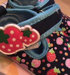 Тапочки с пищалкой для девочки