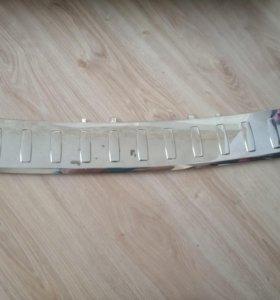 Хром накладка заднего бампера A1668853374