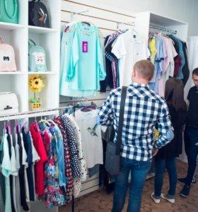 Магазин одежды в центре нового города