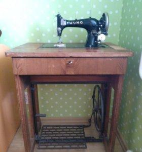 Швейная немецкая ножная машинка Juno