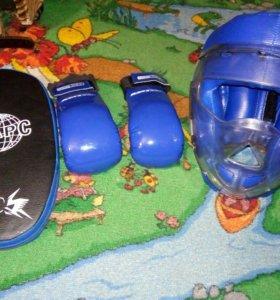 Шлем, перчатки, лапа