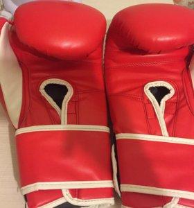 Боксерские перчатки, щитки