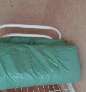 Кровать с непромокаемым матрасом