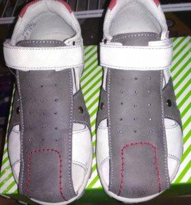 Новые сандалии босоножки