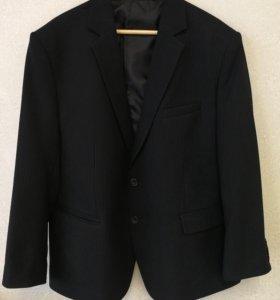 Черный стильный костюм