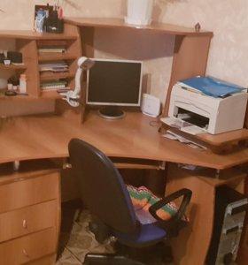 Компьютерный стол. Продажа. Торг возможен.