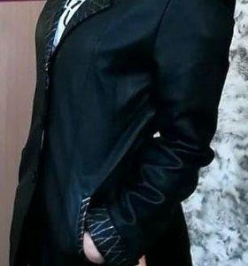 Женский кожаный пиджак.