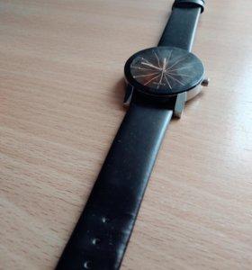 Мужские наручные часы.