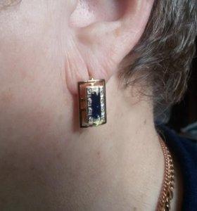 золотые серьги с бриллиантами и с сапфиром